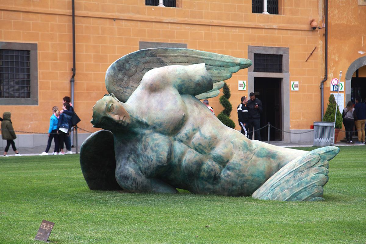 """""""Падший ангел"""", 2010 год. Образец современного искусства в Пизе"""