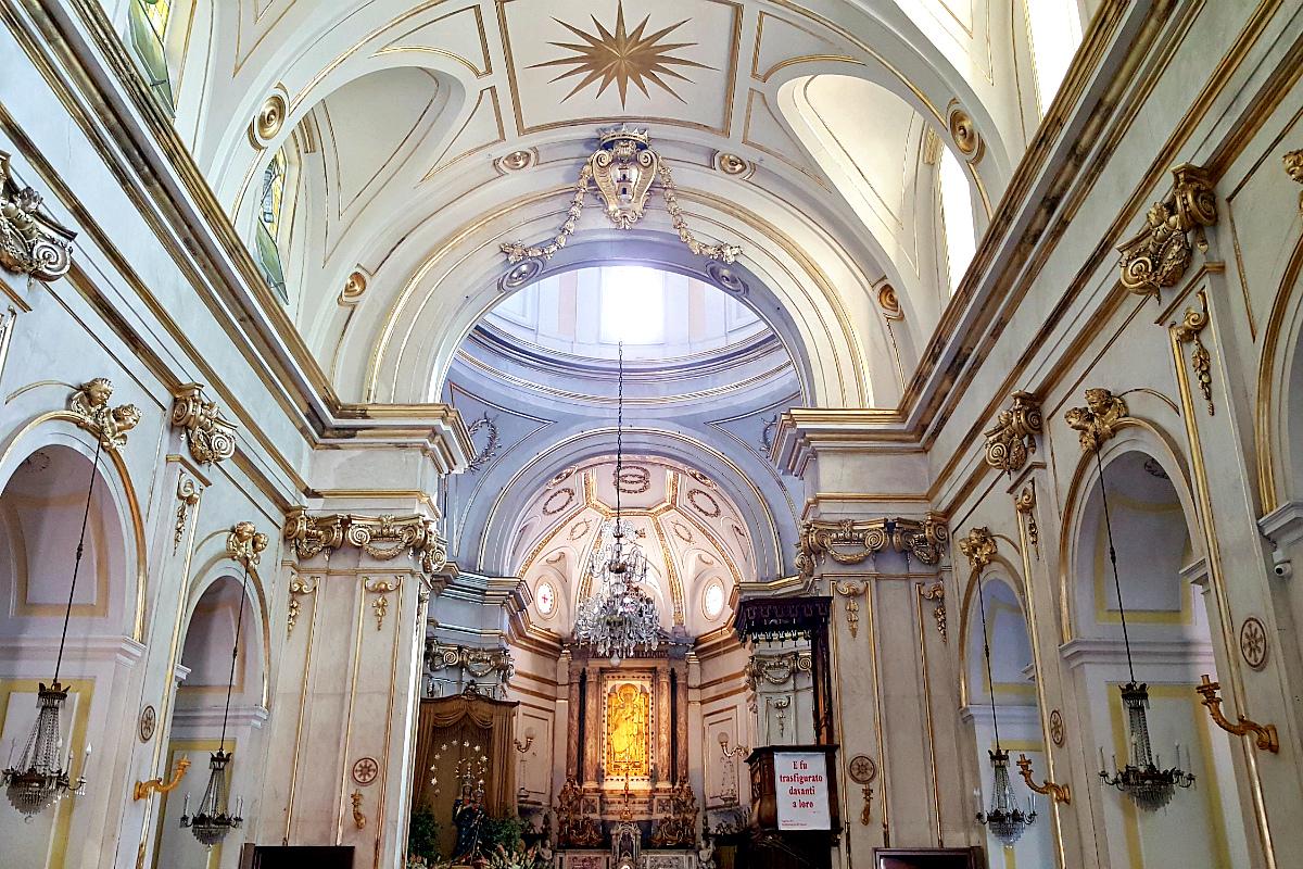 интерьер церкви санта-мария ассунта