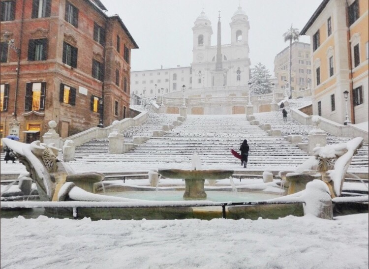 Снег в Риме