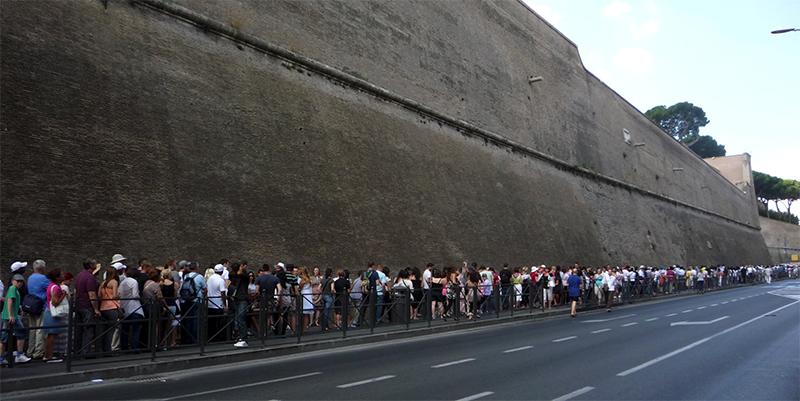 Очередь в билетные кассы Ватикана
