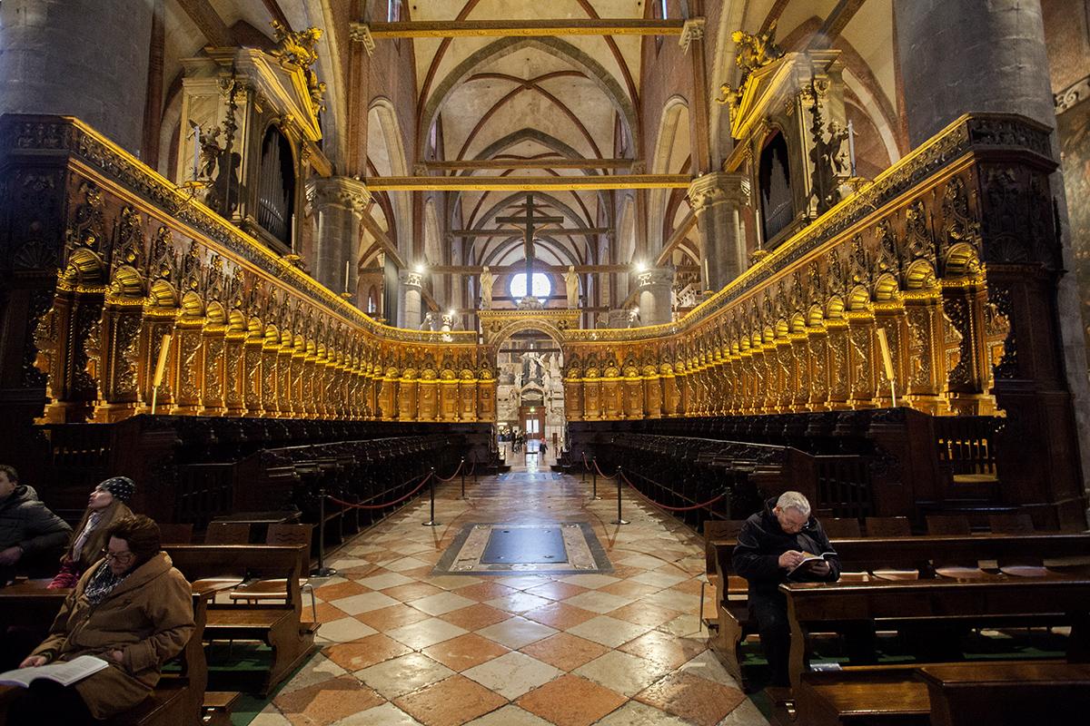 Санта-Мария-Глориоза-деи-Фрари деревянные хоры