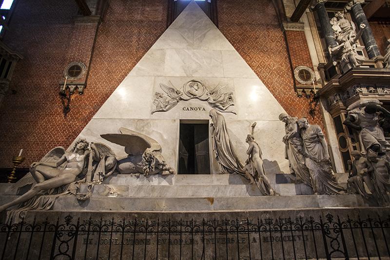 Санта-Мария-Глориоза-деи-Фрари памятник Канове
