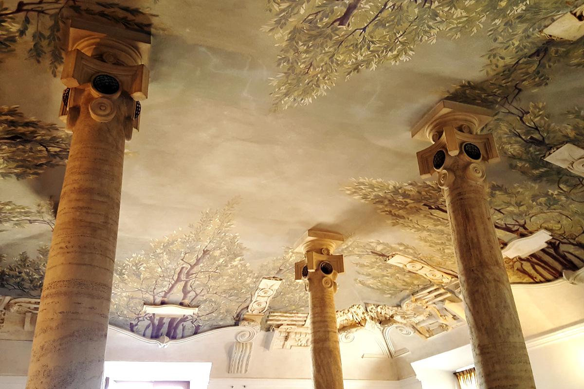 Зал колонн в замке Святого Ангела