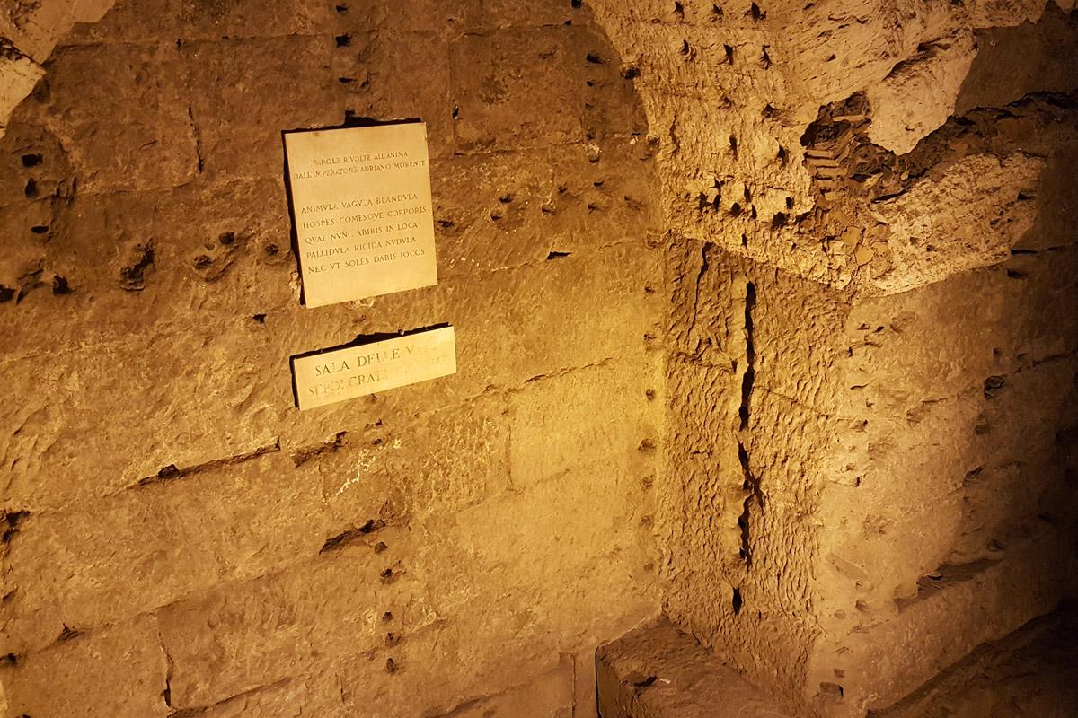 Зал урн в замке Святого Ангела