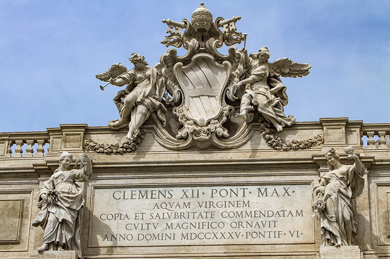 Фонтан Треви герб Климента XII