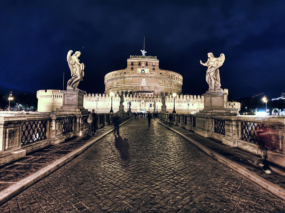 замок святого ангела вечером