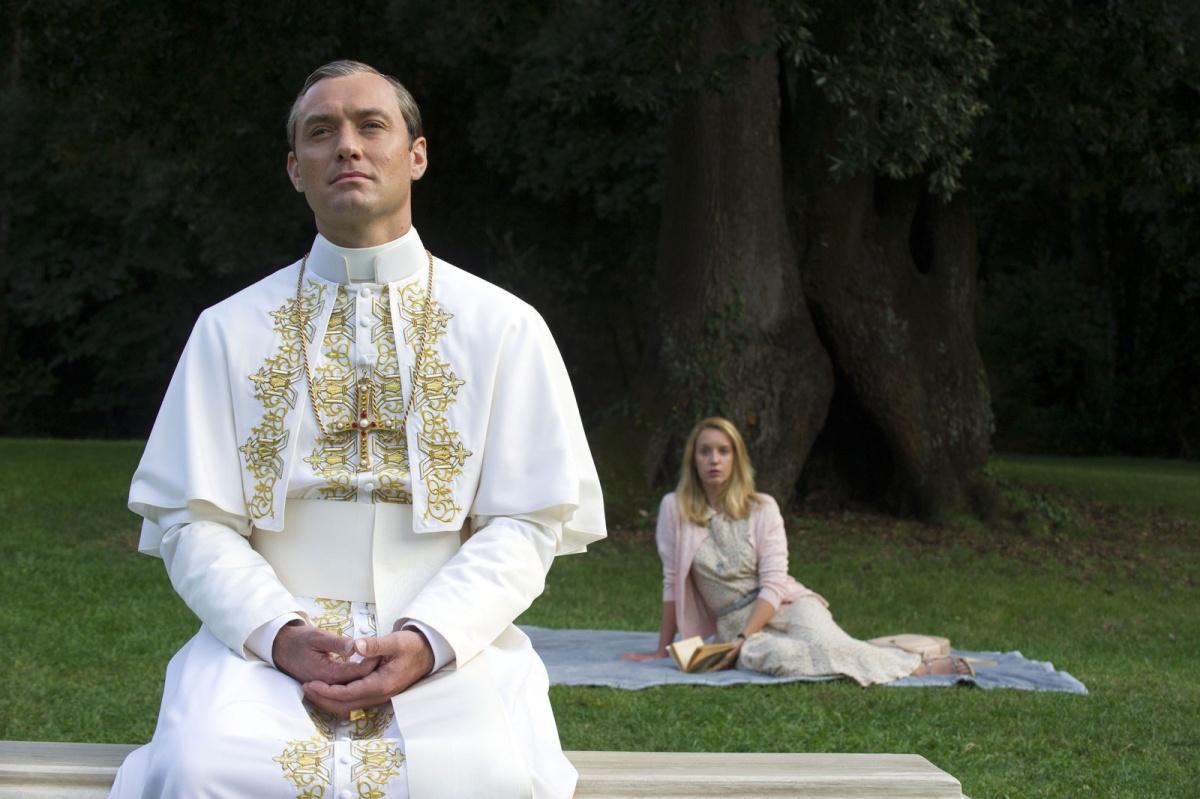 Сцена из сериала «Молодой папа»