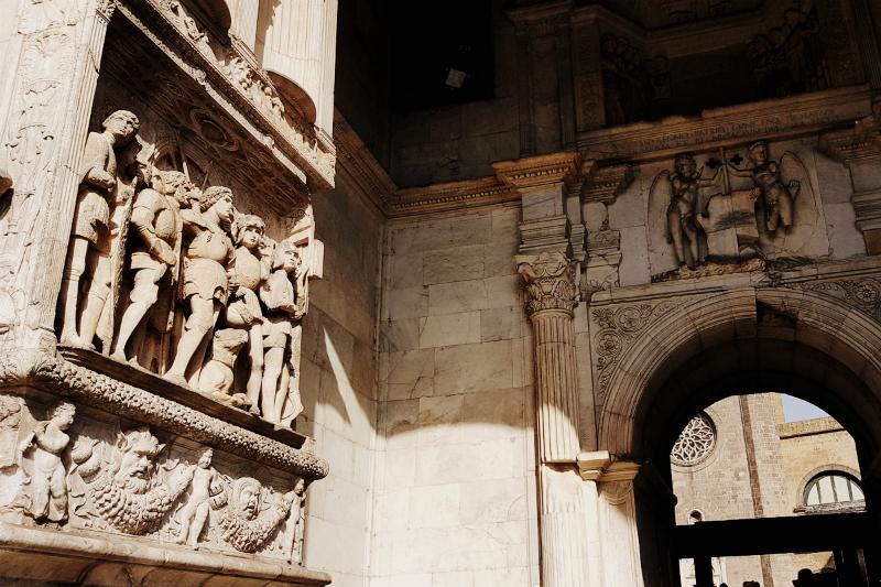 кастель нуово триумфальная арка