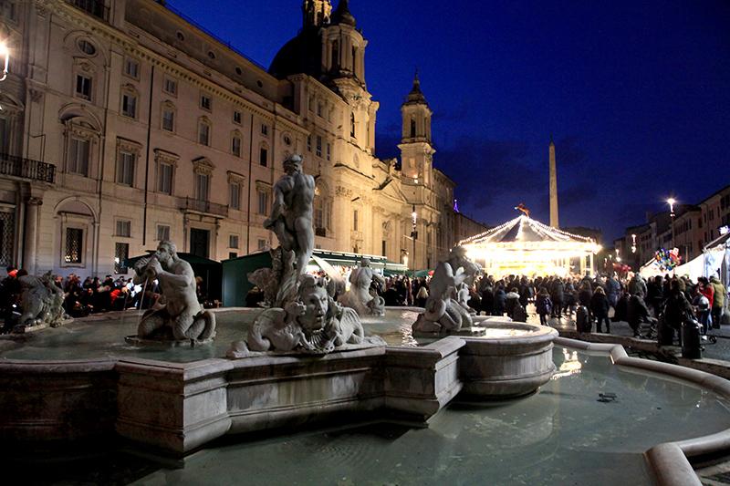 Ярмарка и карусель на площади Навона
