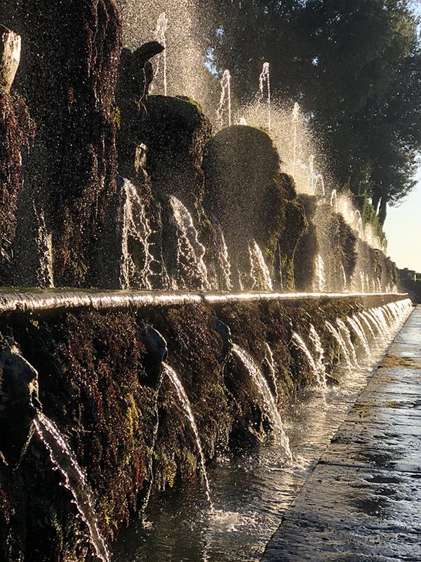 Тиволи аллея 100 фонтанов
