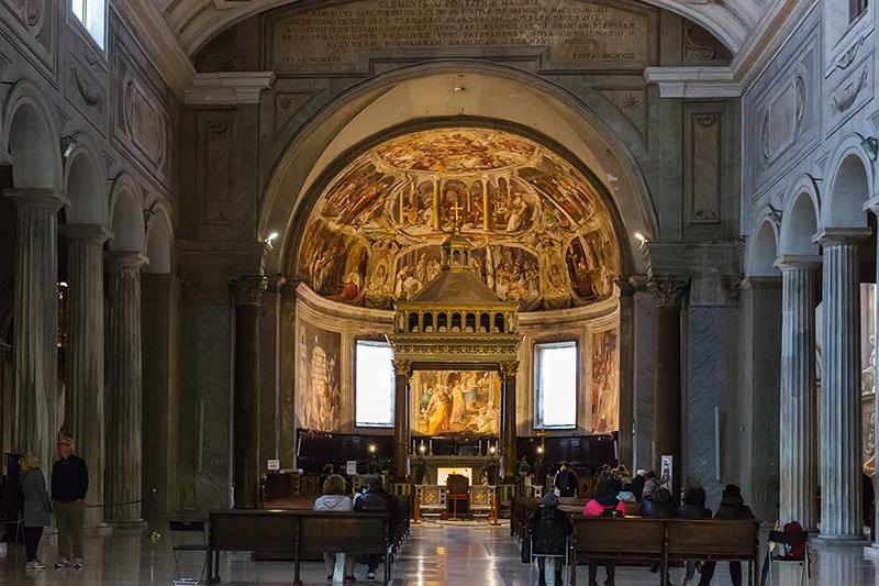 Интерьер базилики Сан-Пьетро-ин-Винколи