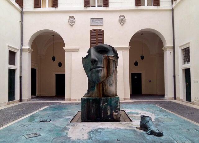Внутренний двор Palazzo Gabrielli-Mignanelli