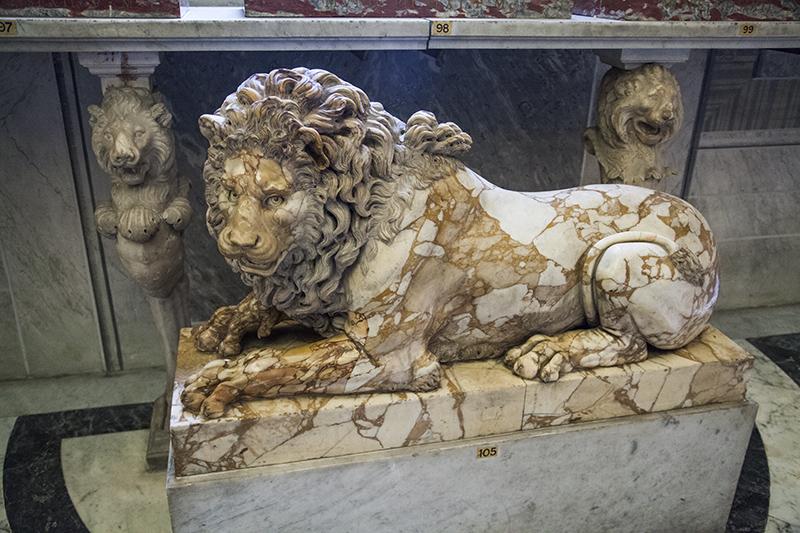 Зал животных - лев