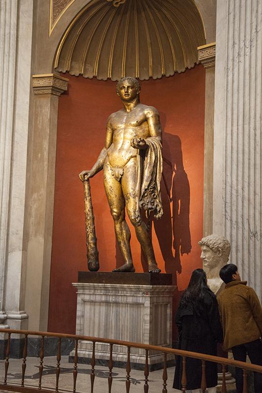 Статуя Геркулеса в зале Ротонда, музей Пио-Клементино