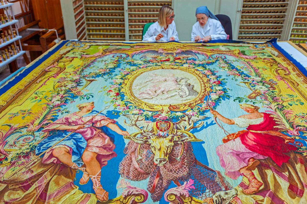 Лаборатория музеев Ватикана по восстановлению габеленов