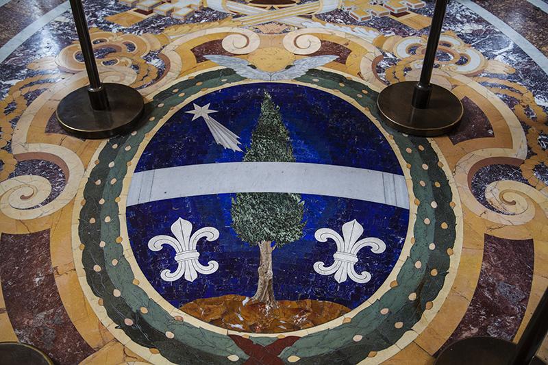 Герб Папы Льва XIII на полу Галереи канделябров