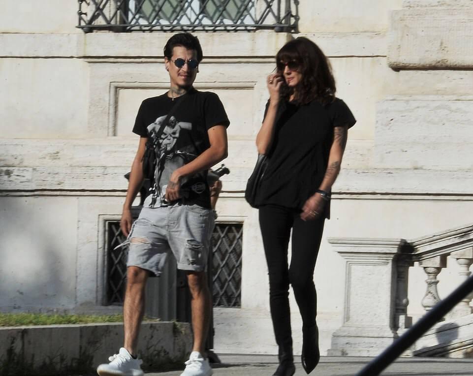 Азия Ардженто во время прогулки по Риму